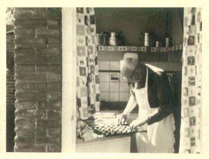 Gerrit van der Bend bakt nog op hoge leeftijd koekjes