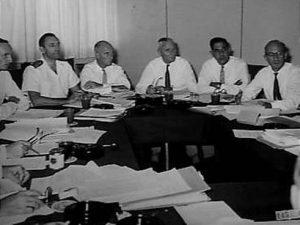 Nieuw-Guinea 1960, vergadering van diensthoofden G.W. von Meijenfeldt, G.A. Hoekstra, E.L.M. Berretty, G.J. Platerink
