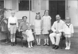 Gerard, Maria (van Apeldoorn), Maria, Dien, Nel, Carl en Frits von Meijenfeldt