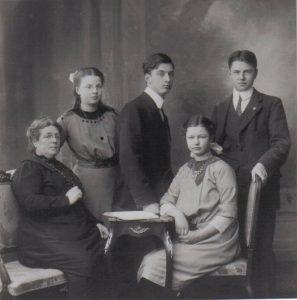 Engeltje de Koe, Bets, Henk, Lien en Jan von Meijenfeldt